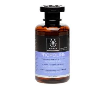 Описание  APIVITA PROPOLINE Shampoo for Sensitive Scalp with lavender and honey / АПИВИТА ПРОПОЛИН шампоан за чуствителен скалп с лавандула и мед съдържа 94% съставки с натурален произход, които успокояват и овлажняват чувствителния скалп на главата. Шампоанът за коса на Апивита нежно почиства и хидратира чувствителният скалп благодарение на меда и кактуса(бодлива круша). Също така Помага за успокояване на микро-раздразненията и намалява сърбежа, благодарение на съдържащите се в шампоана лавандула, мед, бодлива круша, невен и лайка. Облекчава раздразненията, благодарение на органичните етерични масла от лавандула и лайка. Предпазва косата и скалпа от вредните въздействия на околната среда, като поддържа баланса на био-флората на скалпа, благодарение на системата Bio Cotton(екстракт от памук + олигозахариди + аргинин). Идеален за използване между специализирани процедури.  Дерматологично тестван Без съдържание на SLES, сърфактант, чиято честа употреба може да предизвика на скалпа раздразнения и прекомерно производство на себум. В този продукт, Apivita замени водата със запарка от розмарин, заради неговото антиоксидантно действие.  Състав  Лавандула*, Невен*, Мед*, Лайка*, Кактус(бодлива круша)*, Saponaria(Сапунче), Етерично масло от лавандула, Етерично масло то лайка, Системата Bio Cotton Protection(памук+ олигозахариди+аргинин), Запарка от розмарин, вместо вода  Не съдържа SLES, парабени, силикон, Етаноламини, минерални масла, пропилен гликол, оцветители, фталати, нитро и поли мускуси. Състав: Aqua** (Water**), Aqua (Water), Sodium Cocoamphoacetate, PEG-60 Almond Glycerides, Cocamidopropyl Betaine, Sodium Cocoyl Isethionate, Sodium Lauroyl Sarcosinate, Polyquaternium-47, Sodium Methyl Cocoyl Taurate, PEG-200 Hydrogenated Glyceryl Palmate, PEG-4 Rapeseedamide, Alpha-Glucan Oligosaccharide, Mel* (Honey*) Extract, Lavandula Angustifolia (Lavender) Oil*, Opuntia Ficus-Indica* Extract, Chamomilla Recutita (Matricaria) Flower* Extract, Gossypium Herbaceum (Cotton) Extract