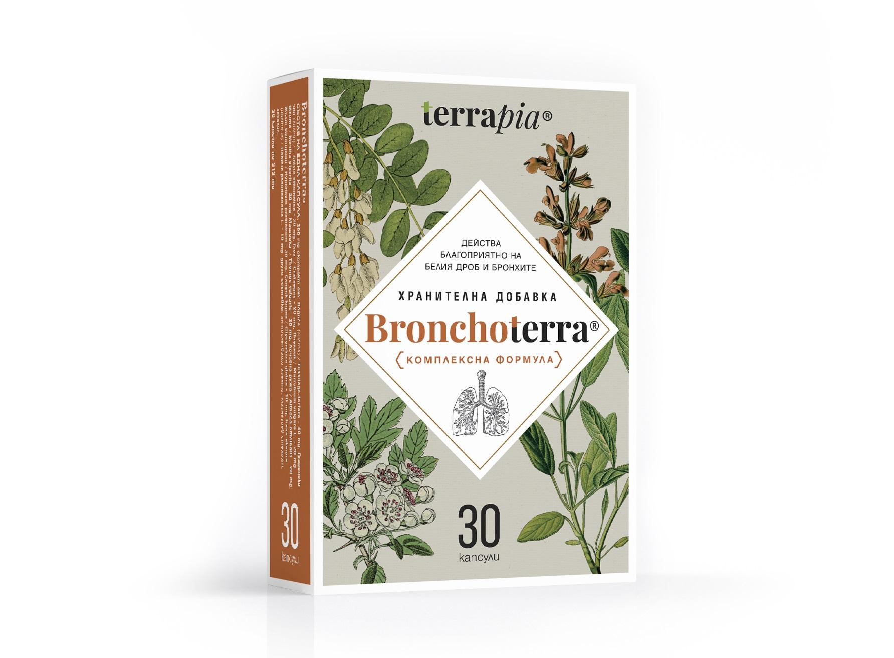 Описание на Бронхотера / Bronchoterra х30 каспули - Terrapia:     Бронхотера / Bronchoterra х30 каспули на Terrapia е биоактивна комплексна формула, която спомага за преодоляване на възпалителните процеси на белия дроб и бронхите. Препоръчва се при следните показания: при възпалителни заболявания на горните дихателни пътища - бронхит, кашлица, възпалено гърло; при оплаквания, свързани с дишането - астма, сенна хрема, задух; за превенция на респираторния тракт в случай на предразположеност към възпаления през зимния сезон. Предлага се в удобна опаковка от 30 капсули по 313 mg.  Действие на Бронхотера:  ► Стимулира защитните сили на организма при борба с инфекции и възпаления на дихателната система; ► За успокояване на раздразнения на бял дроб и бронхи; ► Антисептичен ефект; ► Отхрачващо и противовъзпалително действие.     Състав на Бронхотера / Bronchoterra х30 каспули - Terrapia:     Активни съставки в една капсула: 200 mg комбиниран eкстракт от: Подбел (листа) - 40 mg, Градински чай (листа) - 20 mg, Глог - 20 mg, Пчелник - 20 mg, Мента - 20 mg, Мащерка - 20 mg, Лечебна ружа - 20 mg, Жълт кантарион - 20 mg, Сладък корен - 10 mg, Бяла акация (цветове) - 10 mg.